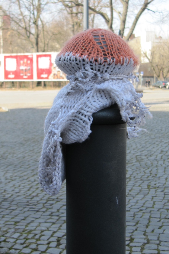 Yarn Bombing Häkelmonster
